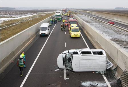 ongeluk, taxibus, Connexxion, winterbanden