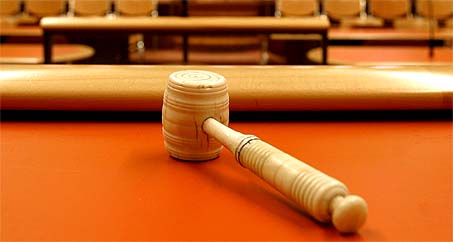 rechtbank, rechter, failliet, taxi