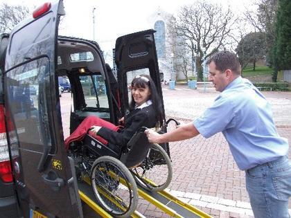 rolstoeltaxi, rolstoelvervoer, taxi, taxichauffeur