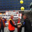 FNV, petitie-aanbieding, KNV Taxi, cao, taxichauffeurs, foto: Paul Haars