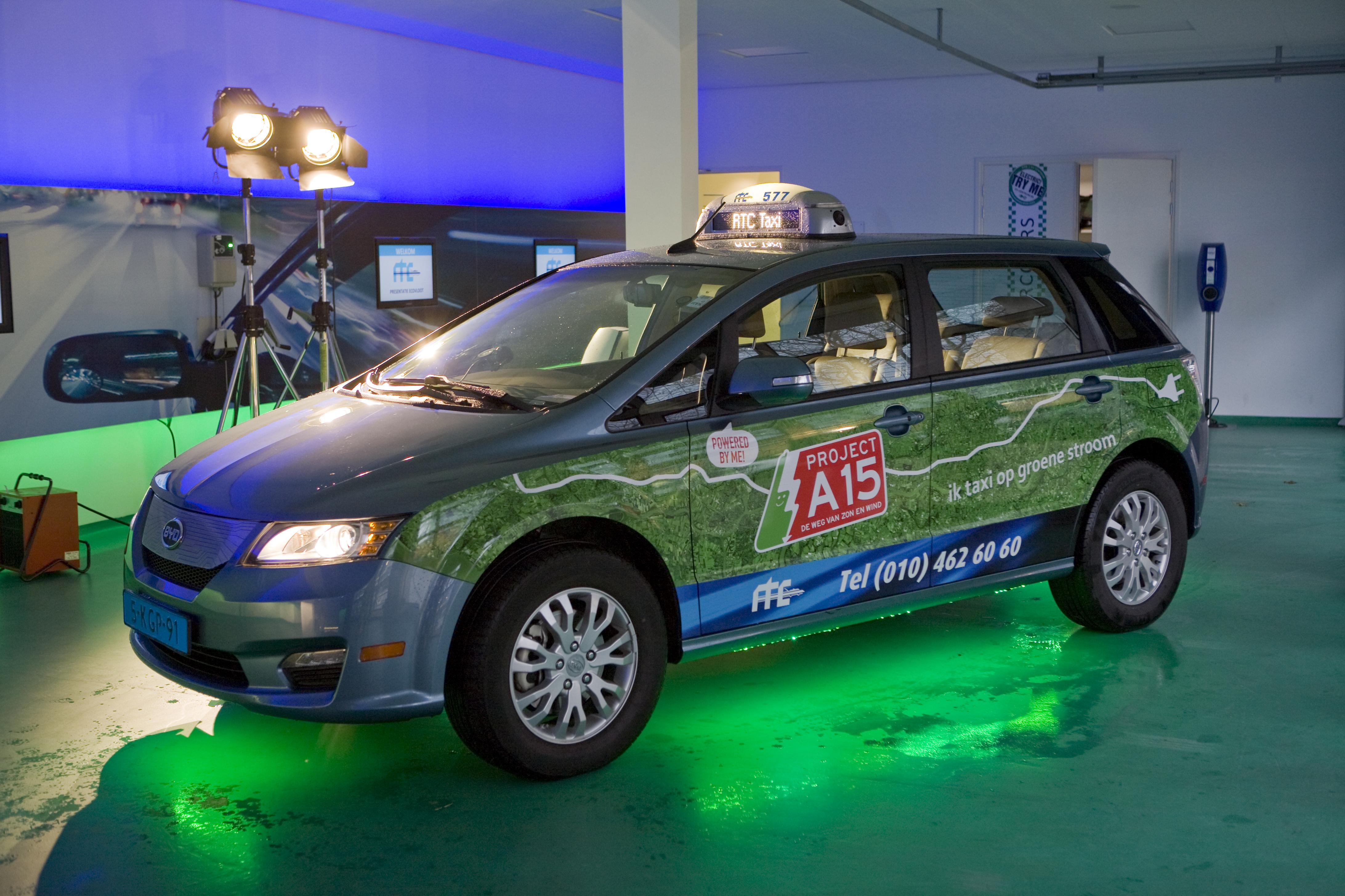 Rotterdamse Taxi Centrale Presenteert Elektrische Taxi S Taxipro