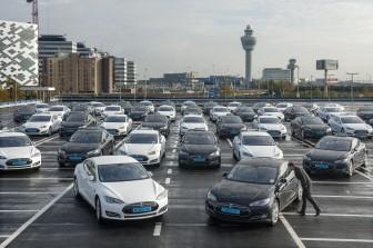 35 Recordaantal elektrische taxis op Schiphol