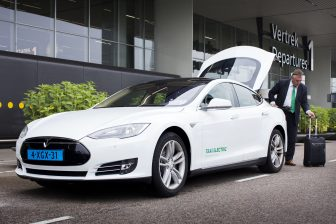 Taxi Electric, Tesla, elektrische taxi, taxichauffeur, Schiphol, Amsterdam