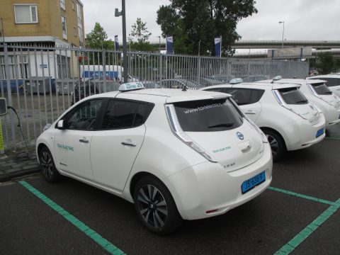 Taxi Electric Nissan Leaf