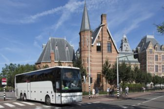 Touringcar bij Rijksmuseum