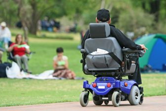 Elektrische rolstoel. Foto: iStock / Teichert