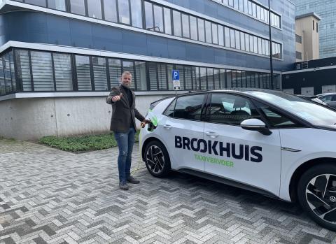 Brookhuis eerste elektrische taxi