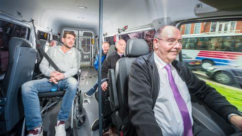 Passagiers in rolstoelbus. Foto: VB Airsuspension